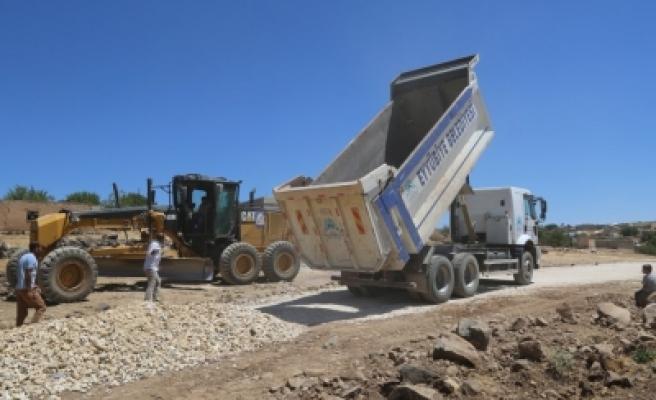 Eyyübiye'de yol çalışmaları sürüyor
