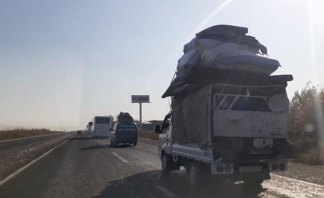 Suriyeliler Telabyad'a dönmeye başladı