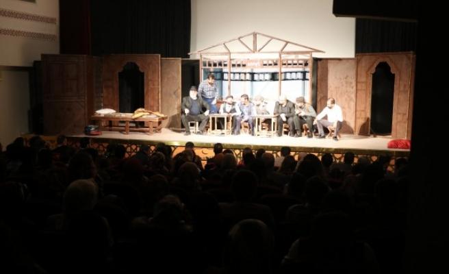 Şehir tiyatrosu, perdelerini öğretmenler için açtı