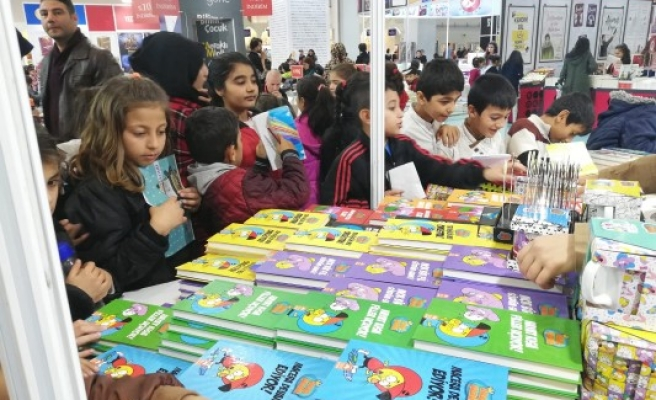 Urfa'daki 'Kitap Fuarı'na çocuklardan büyük ilgi