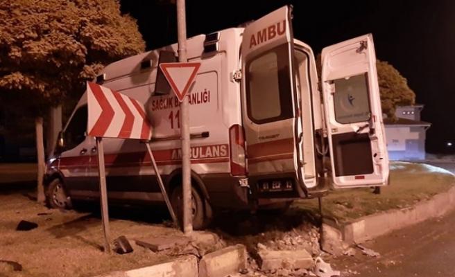 Akçakale'de ambulans kaza yaptı: 4 yaralı var