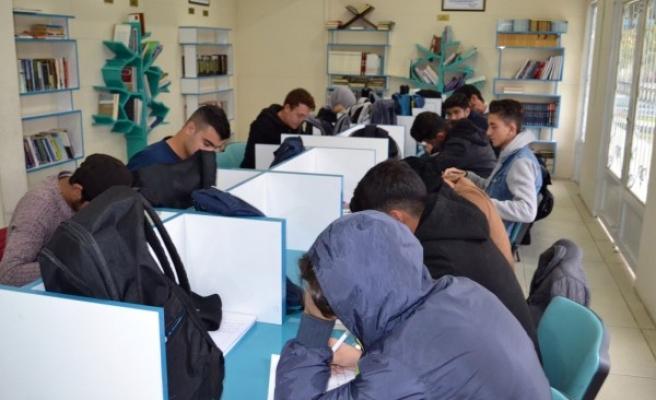 Eyyübiyeli gençler, kurslarda eğitim alıyor