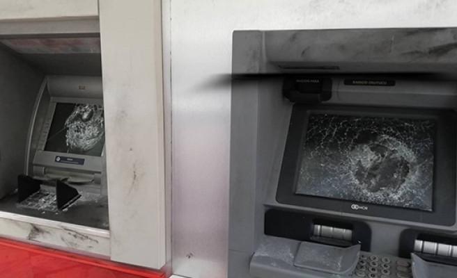 Şanlıurfa'da ATM'lere zarar verildi