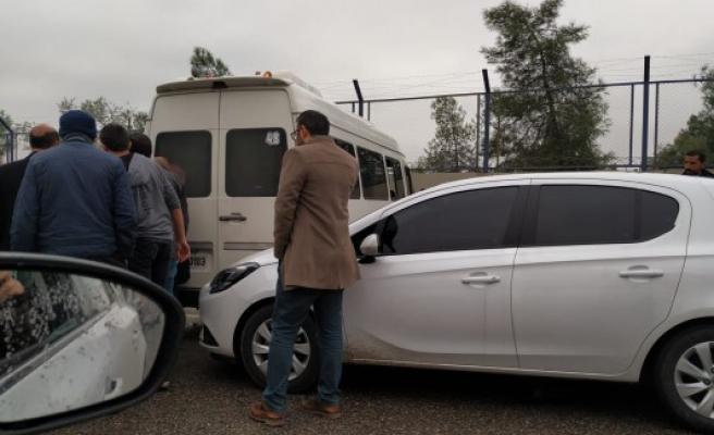 Şanlıurfa'da zincirleme kaza: 3 araç birbirine girdi
