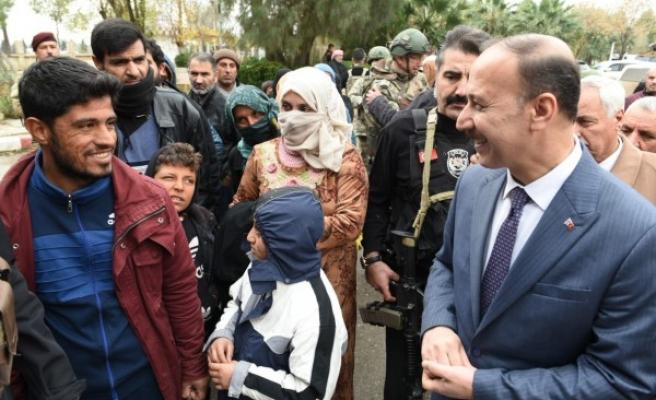 Vali Erin, Suriye'de talepleri dinledi