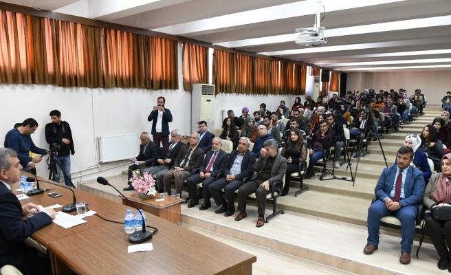 'Üniversite Gençliği ve Yerel Yönetimler' söyleşisi düzenlendi