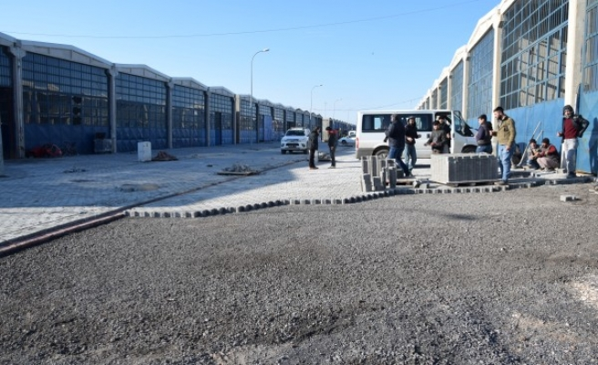 Viranşehir'de yol çalışmaları devam ediyor