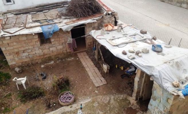 Akçakale'de harabeye dönüşen ev yenilendi