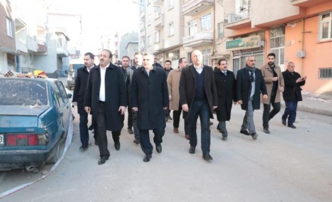 Urfa'daki belediye başkanları deprem bölgesinde