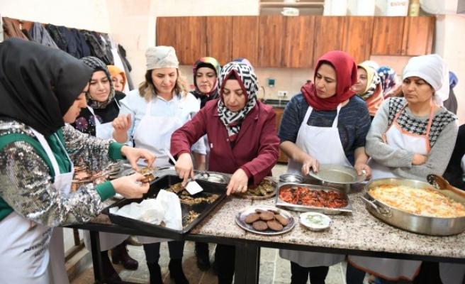 Şanlıurfalı kadınlara 'yöresel yemekler' öğretiliyor