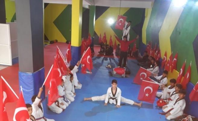 Urfalı sporcular Türk bayrağına yapılan saldırıyı kınadı