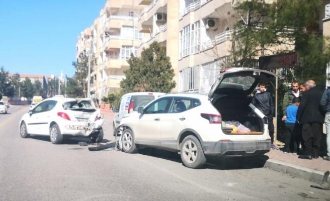 Urfa'da kaza: 3 araçta maddi hasar oluştu