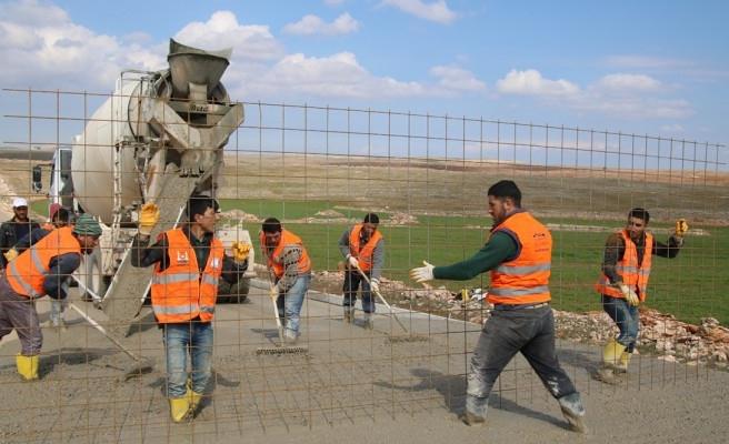 Şanlıurfa'da kırsal yollara beton dökülüyor