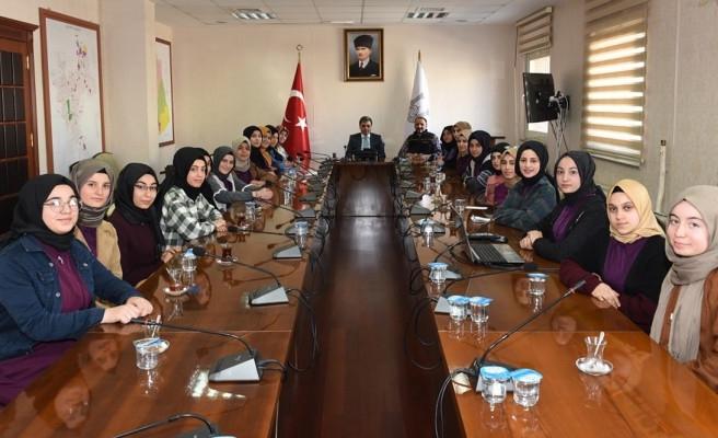 Urfalı öğrenciler, Vali Yardımcısı Çetinkaya ile görüştü