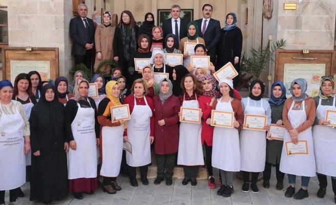 Yöresel Yemek Kursunu tamamlayan kursiyerlere sertifika verildi