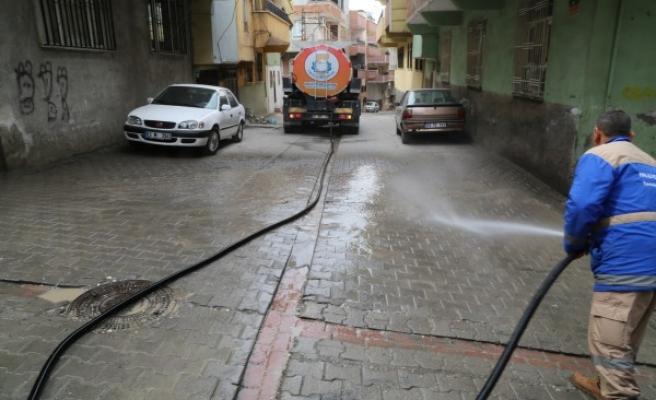 Şanlıurfa'da cadde ve sokaklar yıkanıyor