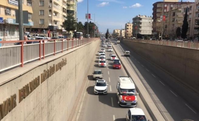 Şanlıurfa'da şehitler için yüzlerce araçlık konvoy