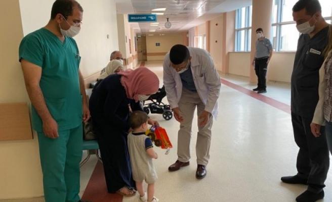 Başhekim Güzelçiçek, hastaların bayramını kutladı