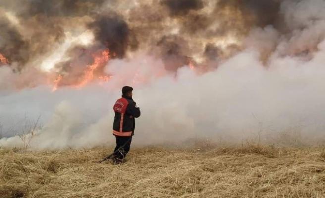 Şanlıurfa İtfaiyesinden sınır ötesindeki yangına müdahale