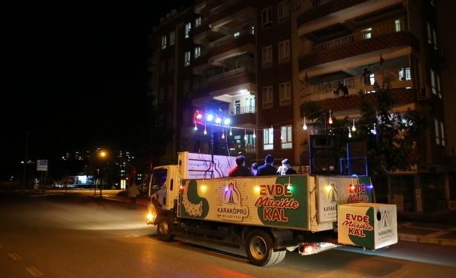 Karaköprü'de vatandaşlara mobil konser verildi