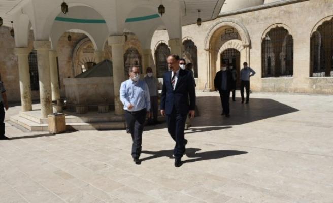 Vali Erin, Cuma namazı öncesi Dergah Camii'ni inceledi