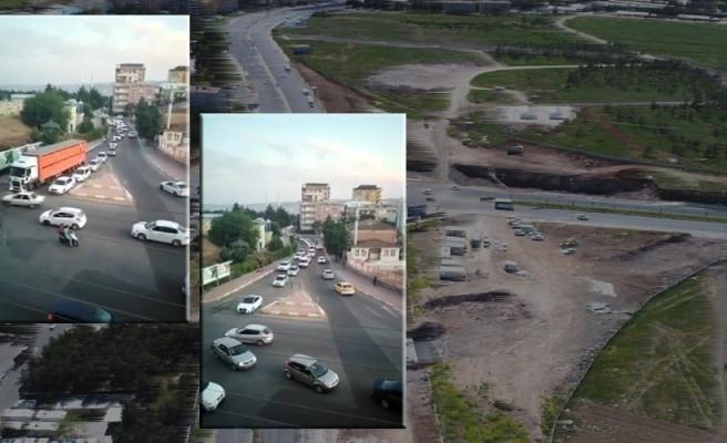 Şanlıurfa'da kavşak kapatıldı, trafik alt üst oldu!