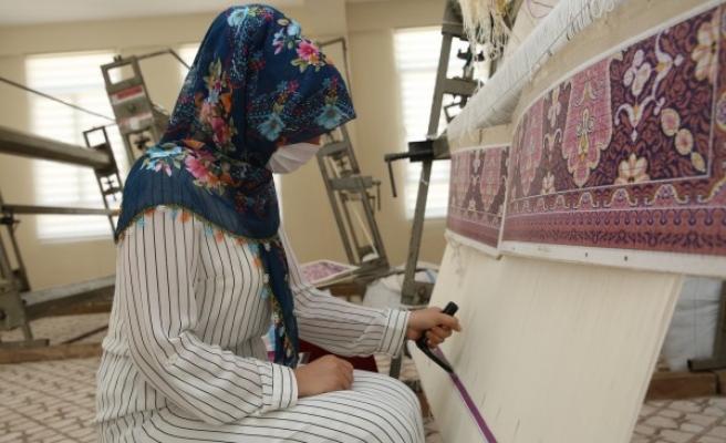 Urfa'nın ilçesindeki dokuma merkezleri hazır