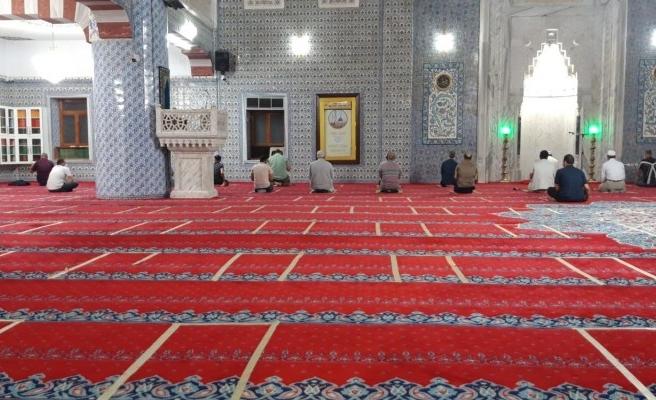 Uzun aradan sonra Dergah Camii'nde sabah namazı kılındı