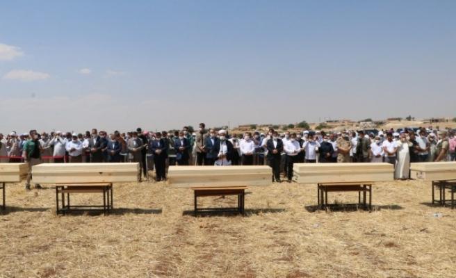 Konya'da ölen tarım işçileri Urfa'da defnedildi
