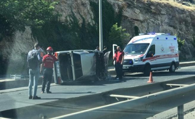 Akabe yolunda araç devrildi: 2 yaralı
