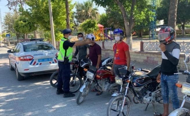 Urfa'da sürücülere reflektör ve kask dağıtıldı