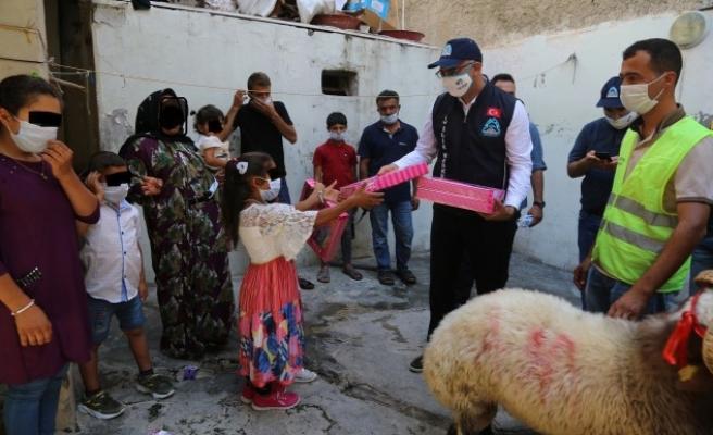 Urfa'nın ilçesindeihtiyaç sahiplerine kurbanlıkları dağıtıldı