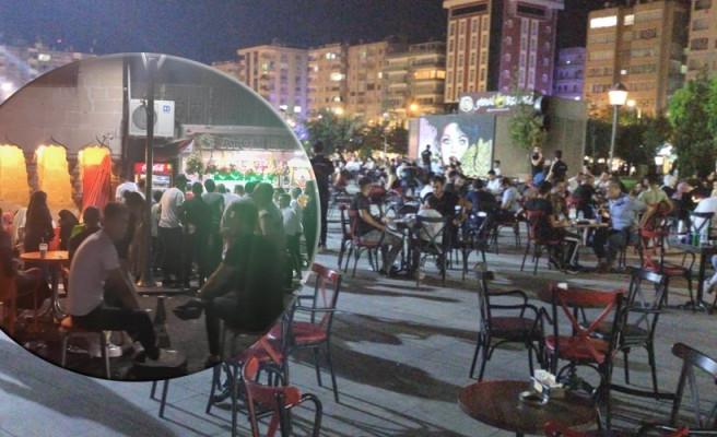 Urfa'da caddeler, kafeler doldu taştı