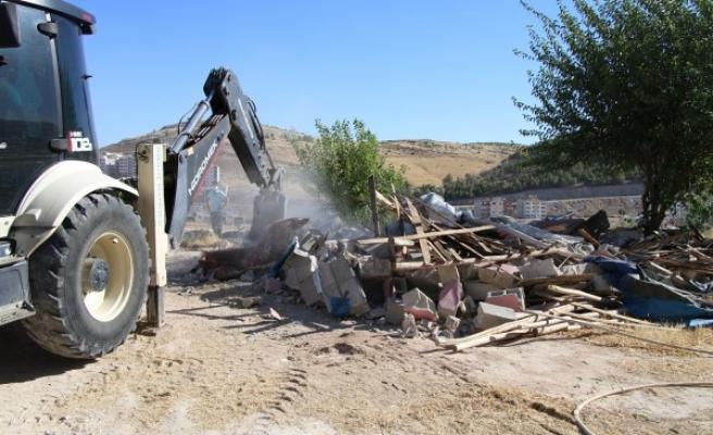Haliliye'de kaçak yapı yıkıldı!