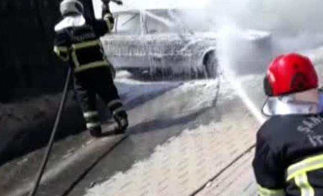 Şanlıurfa'da park halindeki otomobil alev aldı!