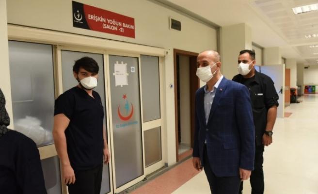Vali Erin'den sağlık çalışanlarına moral ziyareti