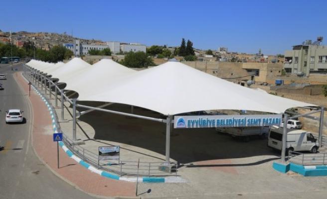 Eyyübiye'de beklenen kapalı semt pazarı açıldı