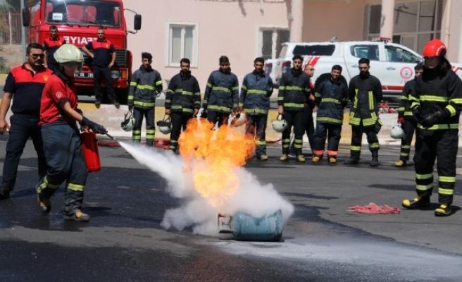 Üniversiteli itfaiyeciler Urfa'da mesleğe hazırlanıyor