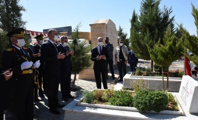 Urfa'da tedbirli tören: Şehitler ziyaret edildi