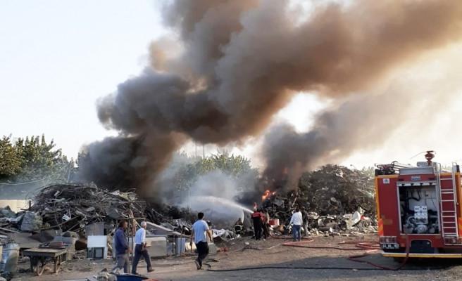 Urfa'da akşam saatlerinde yükselen dumanlar korkuttu