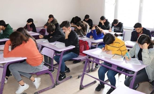 Halfetili gençler üniversite hayallerine kavuştu