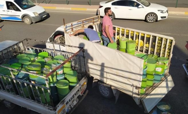 Şanlıurfa'da kaza: Turşu yüklü kamyonet devrildi