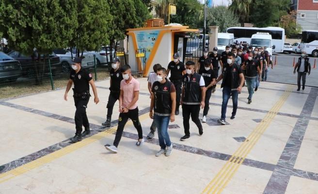 Şanlıurfa'da operasyon: 21 şüpheli adliyeye götürüldü