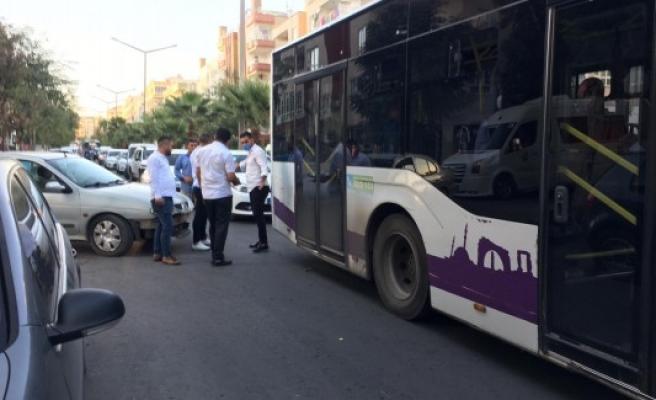Urfa'da kaza: Belediye otobüsü ile araç çarpıştı