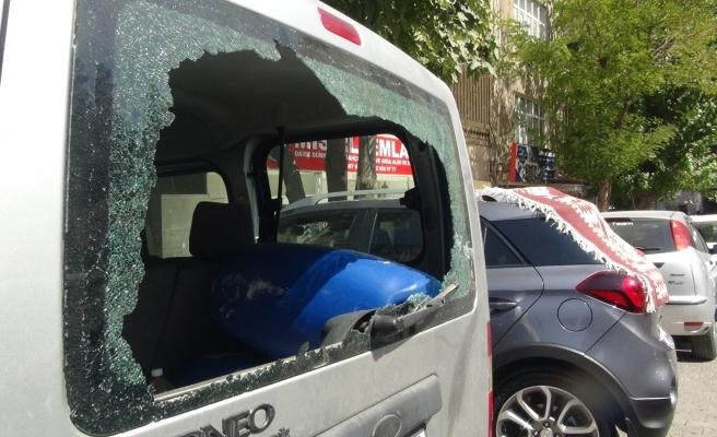 Şanlıurfa'da 21 aracın camını kıran kadın gözaltına alındı