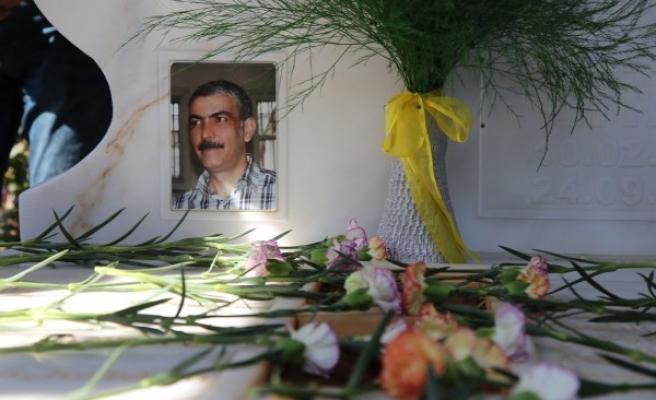 Urfalı milletvekili mezarı başında anıldı