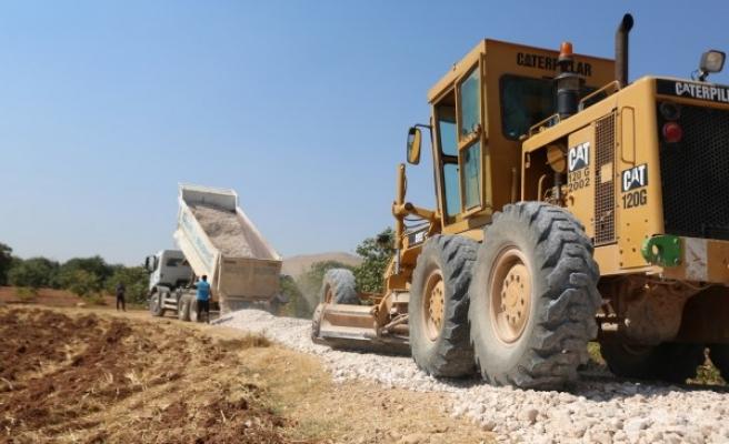 Haliliye'nin mahallelerinde stabilize yol çalışmaları sürüyor