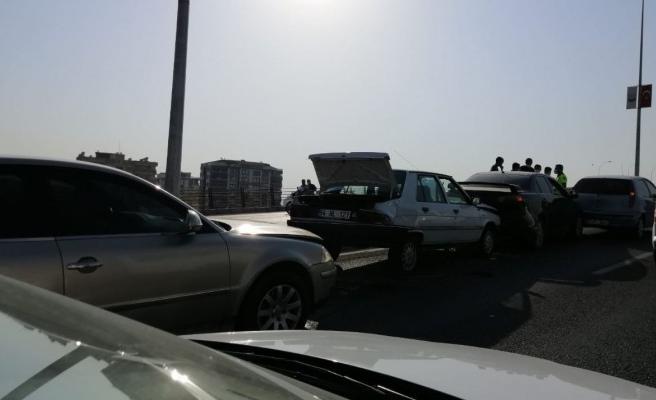 Çevik Kuvvet Kavşağında kaza: 4 araç birbirine girdi!