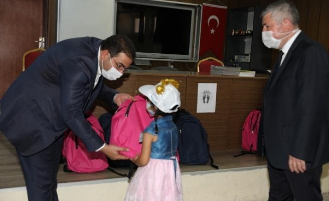 Haliliye'de ihtiyaç sahibi ailelere 'kırtasiye' desteği verildi