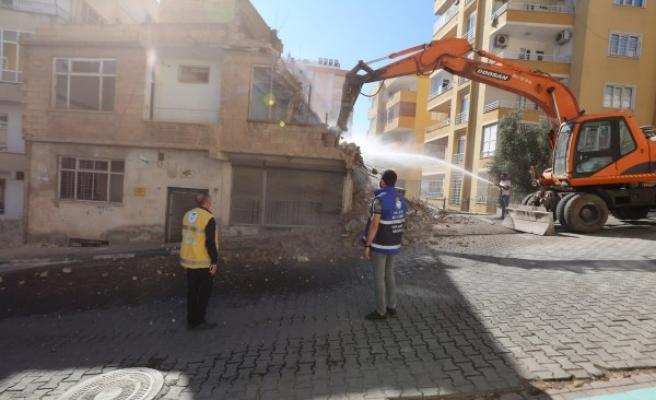 Ekipler harekete geçti: Şanlıurfa'nın ilçesinde yıkım